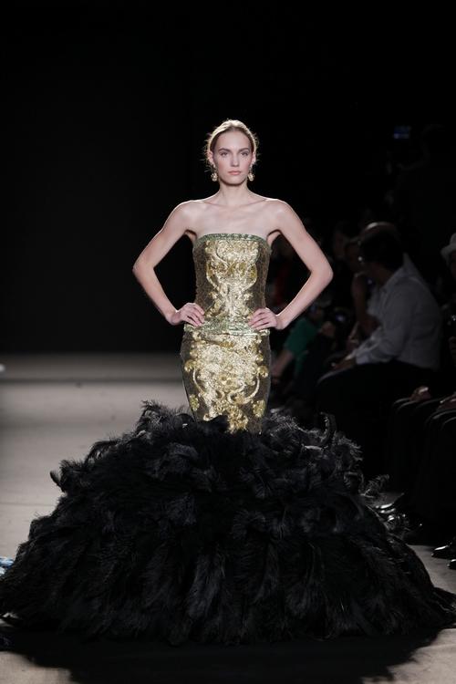 中国设计师劳伦斯·许作品惊艳巴黎时装周组