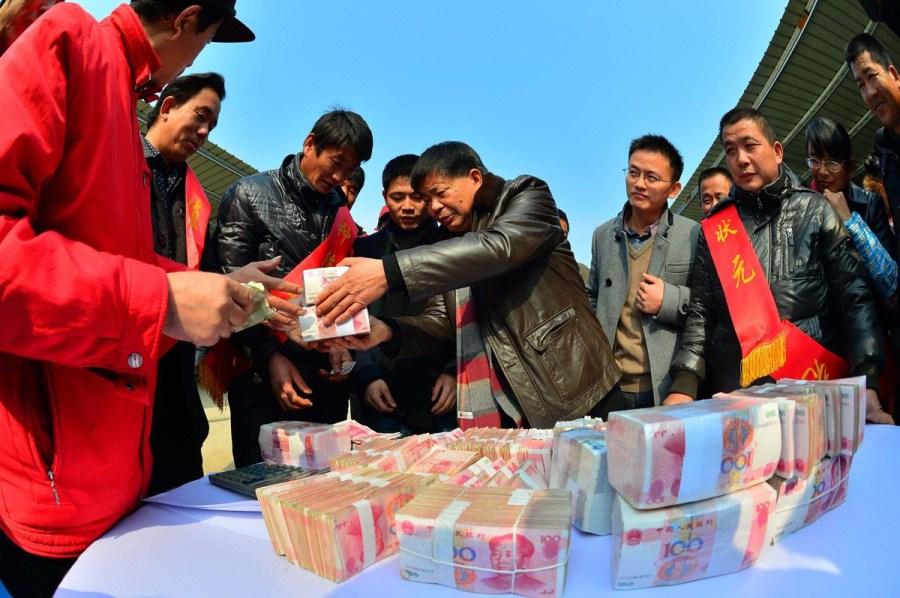 江西/据介绍,凌继河把自己承包来的19000多亩田分块交给其他种粮...