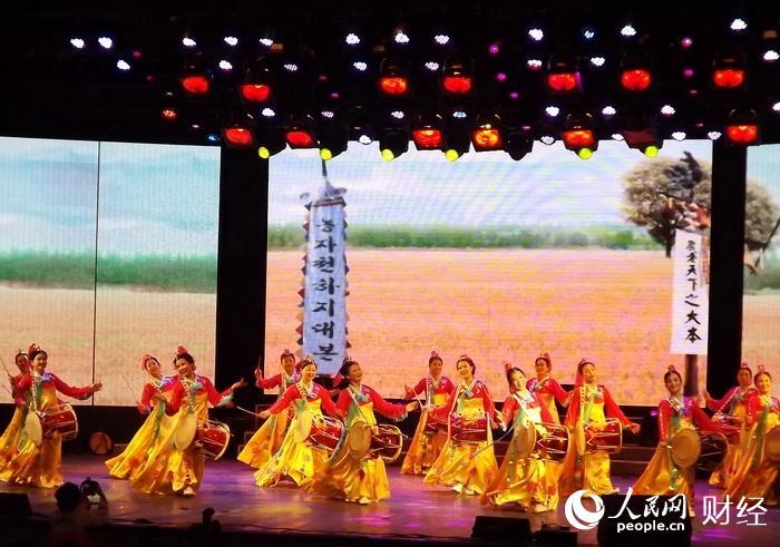 """牡丹江市少数民族迎新春文艺演出-长鼓舞""""丰收的鼓声""""-图片报道 各"""