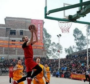 中国小镇奢华篮球赛 斥资百万请NBA球员打球
