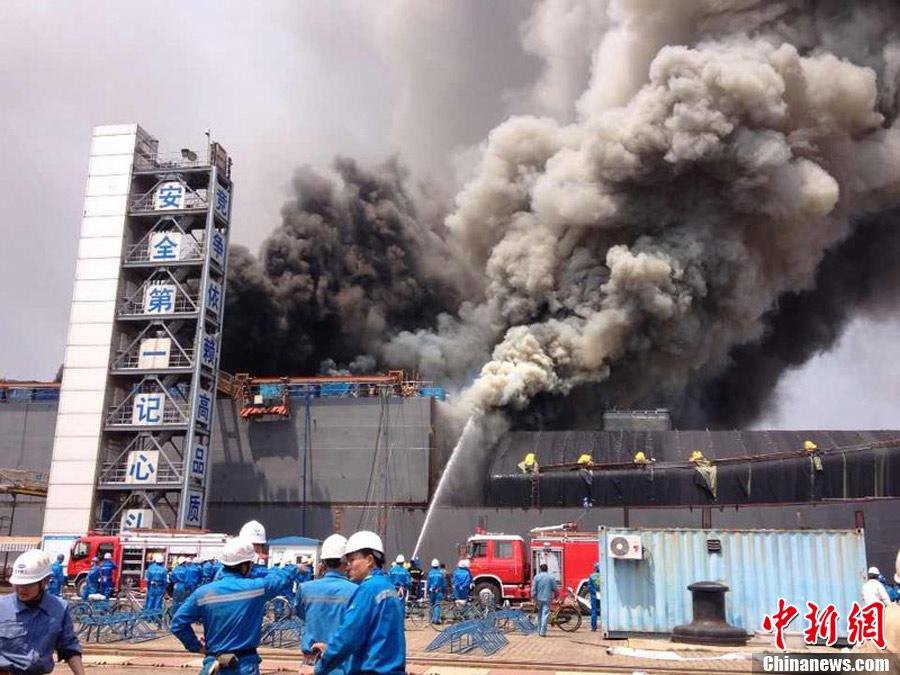 位于上海长兴岛上的江南造船厂突发火情
