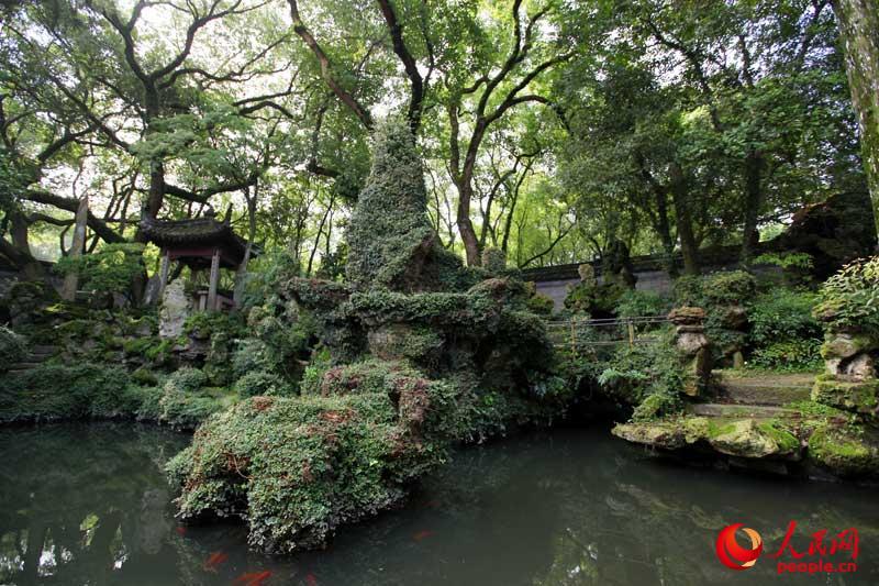 天一阁前的庭园,极具江南园林特色.
