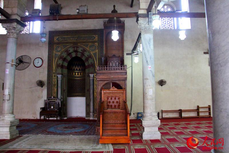 阿慕尔清真寺内阿訇的宣讲台
