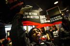 美快餐业员工举行示威