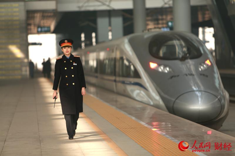 春运最美铁路人 半年被旅客表扬200多次(组图