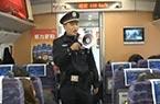 乘警们火车上的除夕夜