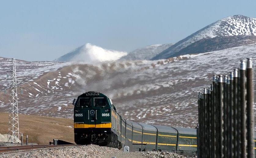 """青藏铁路运营10年送客1.15亿人次成青藏两省区""""引擎"""""""