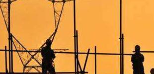 煤企笑了电企哭了:16家电企一季度集体亏损         由于煤价大涨,煤企实现翻身,18家煤企一季度业绩集体大涨,而16家电企一季度则陷入亏损,19家电企净利润同比有所下滑。