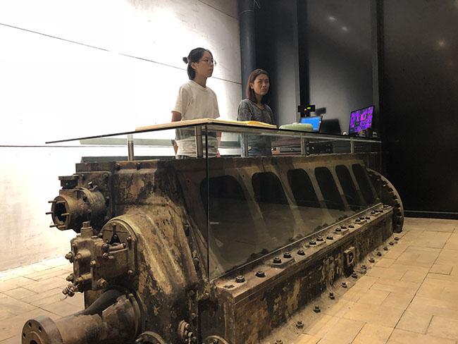 利用老式废弃发电机改造的景德镇陶瓷工业遗产博物馆前台