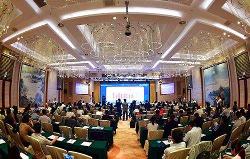 第二届中国汽车智能网联高峰论坛举行