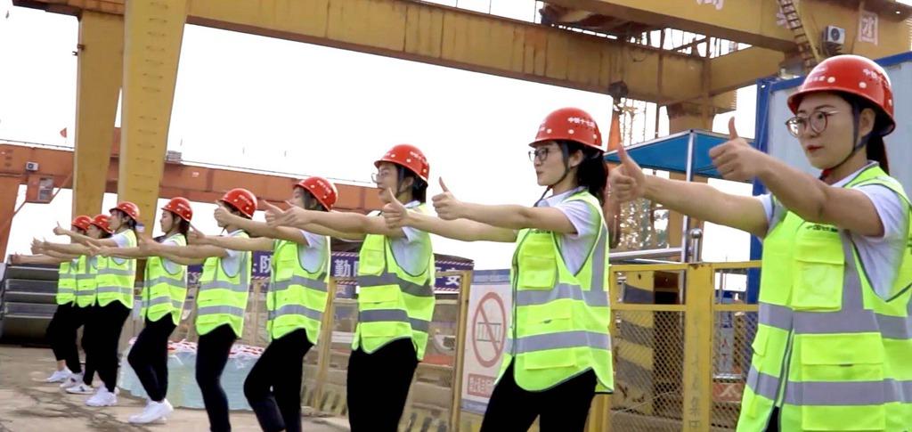 """近百位央企一线员工为新中国庆生跳出他们心中""""最棒的孩子""""华纳唱片招聘"""