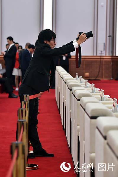 记者节快乐!致敬奋战在进博会上的记者