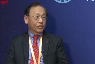 杜邦副总裁苏孝世       首届中国国际进口博览会于2018年11月5日至10日在上海国家会展中心举办,吸引了来自世界各地的3000多家企业参展。    展会现场,人民网专访杜邦公司副总裁兼亚太区总裁苏孝世。
