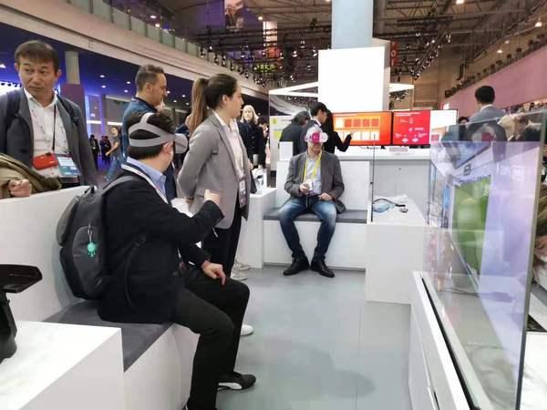 """麻辣财经:世移会有哪些""""黑科技""""?麻辣哥带您现场体味!"""