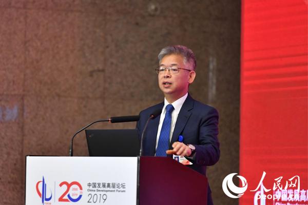 北京大学国家发展研究院副院长黄益平(图)
