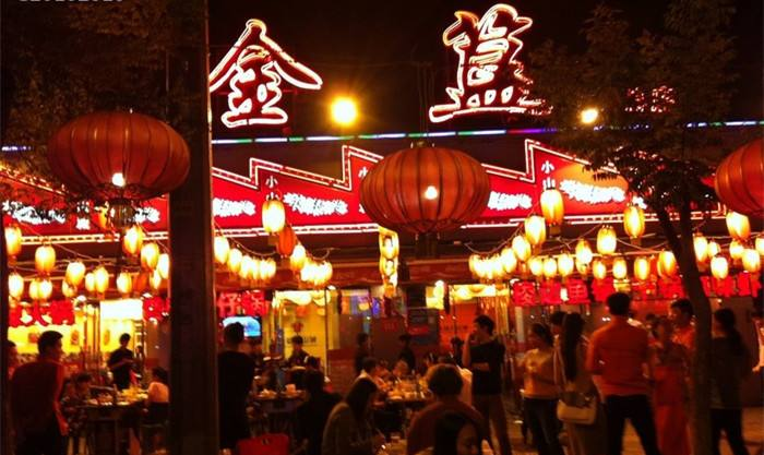 """夜餐饮受青睐 餐饮抢跑 北京""""夜经济""""点亮"""