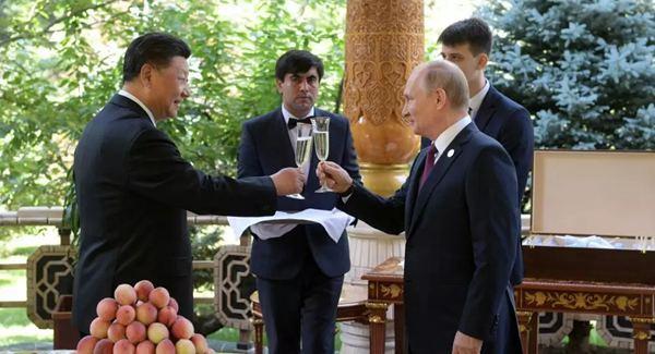 普京向习近平主席祝贺66岁生日