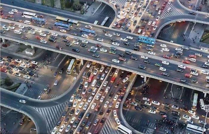 全国机动车保有量达三点四亿辆