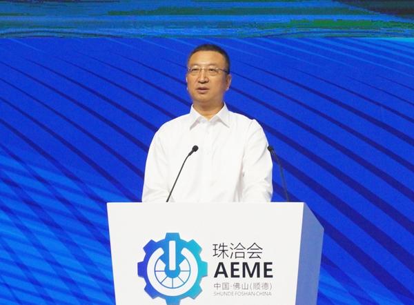 王新哲:加快推动我国泡面三国计算器装备制造业向全球产业链中高端迈进