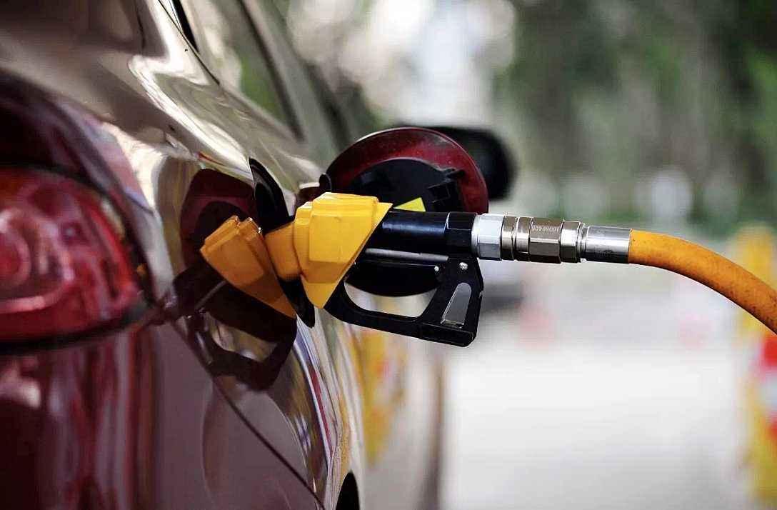 國內成品油價迎來四季度首降