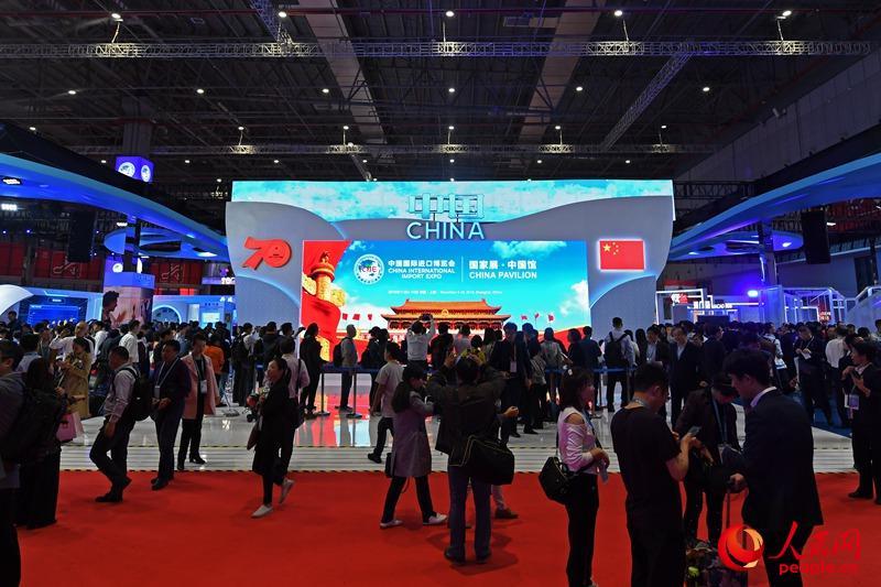 11月6日,在第二届进博会国家展中,dnf树精传道士,蓝白色调的大发欢乐生肖馆堪称最吸睛的展区,人气爆棚。