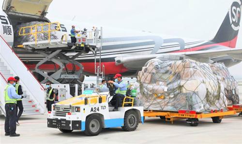 大兴机场开通首条货运航线提升京津冀航空货运能力