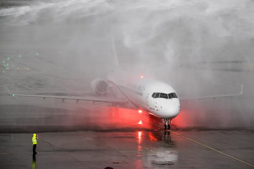 东航旗下一二三航空接收首架国产ARJ21飞机
