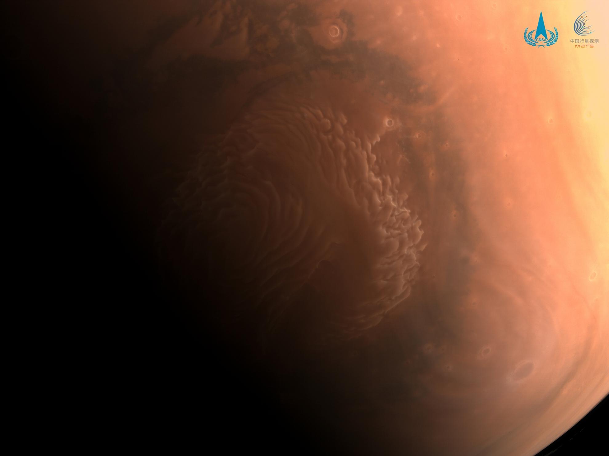 国家航天局发布天问一号探测器拍摄的高清火星影像