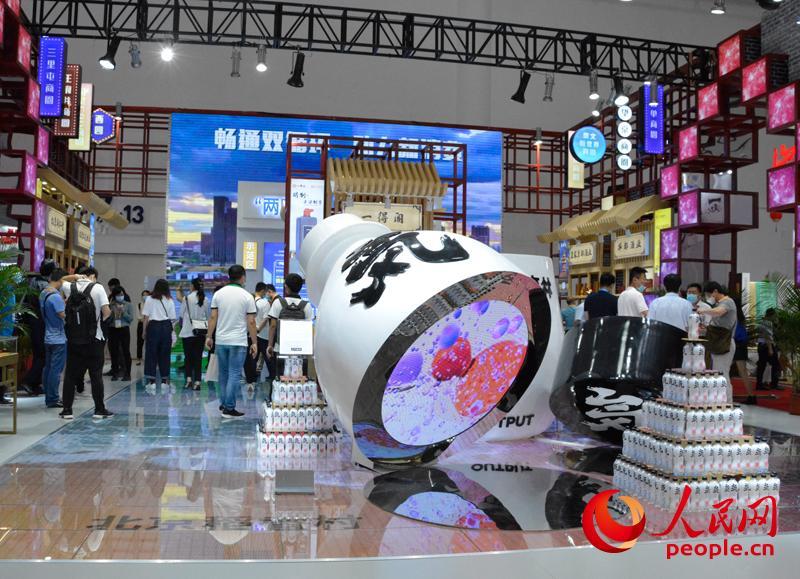 北京稻香村、一得阁等众多老字号亮相消博会北京馆。人民网记者 杜燕飞摄