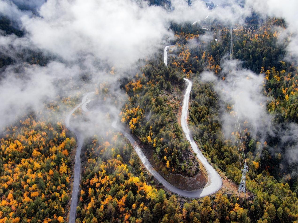 西藏派墨公路全線貫通