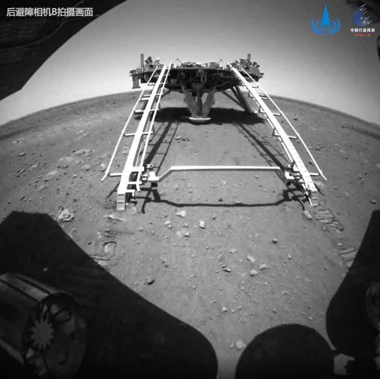 """高清:""""祝融號""""踏足火星的第一個""""腳印"""""""