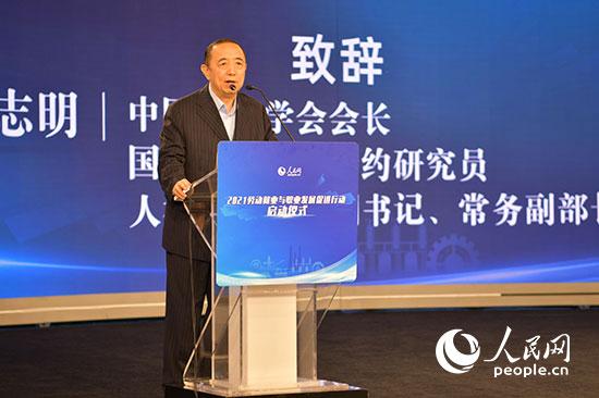 杨志明:推动高质量就业 让劳动者成为共同富裕最大受益群体