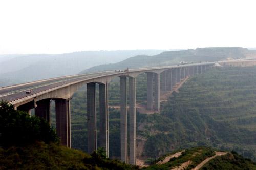 组图:陕西省建成亚洲第一高墩大桥