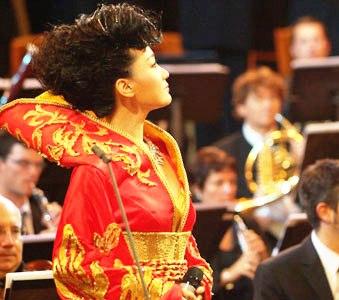 总政歌舞团独唱演员、著名青年歌唱家谭晶将出席12月9日由国家环