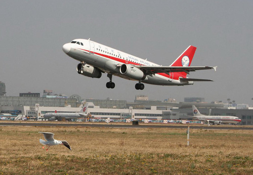 鸟击飞机   5月22日上午7时20分,某航空公司一架a320型客机从昆明