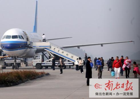 大雾突袭 广州飞南充航班迫降成都