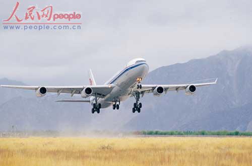 图为国航西南分公司空客a340飞机从拉萨贡嘎机场起飞