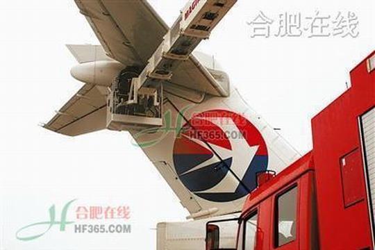 东航飞机起飞前故障 消防官兵奋战抢修--中国民航新闻