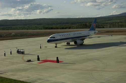 南航a320飞机伊春林都机场试飞成功
