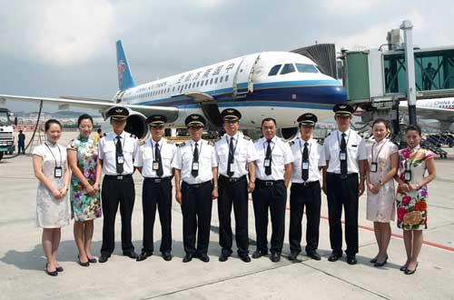 一架南航cz3013飞机从大连周水子国际机场起飞,直冲云霄,飞向宝岛台湾