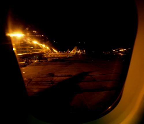 大雪封堵首都机场 乘客苦守国航班机18小时无