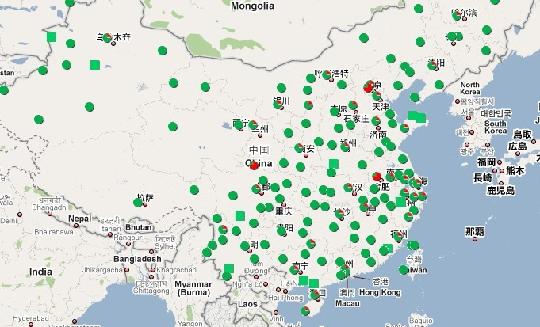 2009年11月16日消息:中央气象台2009年11月16日06时继续发布暴雪橙色警报:苏皖鄂赣局部有暴雪。15日至17日,我国南方大部地区及西北地区东部将出现一次较大范围的阴雨雪天气过程。   连日来全国大部分地区的大雪、大雾天气,造成空中交通的基本瘫痪。 16日,根据全国机场延误情况图显示,机场延误状态表现为:北京南苑、合肥、九寨沟等机场进出港航班处于大面积延误状态;部分地区,如北京首都、哈尔滨、郑州、兰州、呼和浩特、济南、南京等机场进出港航班处于部分延误状态。   16日全国关闭的机场有: